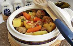 Tocanita de cartofi cu morcovi si perisoare Multicooker, Ketchup, Pot Roast, Ethnic Recipes, Food, Carne Asada, Roast Beef, Essen, Meals