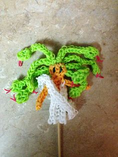 Rainbow Loom MEDOUSA. Designed and loomed by Cheryl Spinelli. Rainbow Loom FB page. 03/06/14 March 6