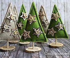 Felt Christmas Trees Decoration Take one Diy Christmas Blankets, Diy Christmas Star, Felt Christmas Ornaments, Christmas Tree Decorations, Handmade Christmas, Holiday Crafts, Fabric Christmas Trees, Father Christmas, Holiday Ideas