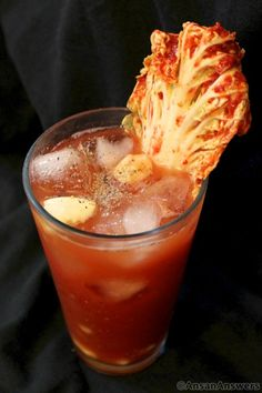 Kimchi Bloody Mary I need to find some Soju. omg this must be killing! Korean Drinks, Korean Food, Fun Drinks, Yummy Drinks, Beverages, Bloody Mary Bar, Bloody Mary Recipes, Popular Cocktails, Asian