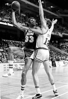 Kareem Abdul-Jabbar recovering after quadruple bypass surgery Boston Celtics Players, Ucla Bruins, Nba Pictures, Basketball Pictures, Dave Cowens, Ucla Health, Ucla Medical, Kentucky Colonel, Karl Malone