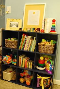 Bookcase to organize child's books and toys (Kid's room)