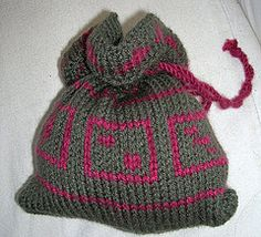 Free knit pattern: Dice bag with D6 pattern