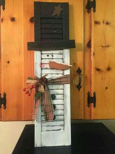 9 DIY Reclaimed Wood Christmas Décor Projects - Reclaimed Wood Christmas Project You are in the right place about shutters repurposed bathroom Here - Primitive Christmas, Country Christmas, Rustic Christmas, Winter Christmas, All Things Christmas, Christmas Snowman, Snowman Crafts, Christmas Projects, Holiday Crafts