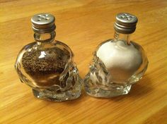 Salt and Pepper shakers from mini Crystal Head vodka bottles--can use those old skull nail polish bottles from hot topic for something now! Crystal Head Vodka, Skull Decor, Skull Art, Skull Head, Goth Home Decor, Diy Home Decor, Gothic House, Crystal Skull, Skull And Bones
