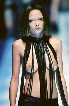 1998 - Alexander McQueen show -