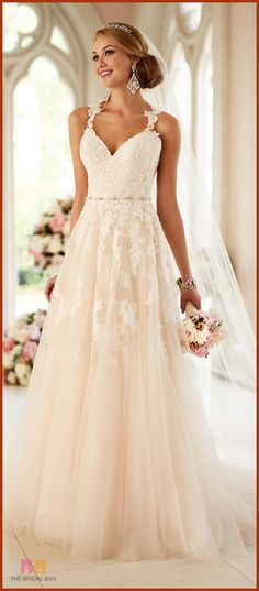 10 Enchanting Lace Wedding Gowns That Exude Elegance