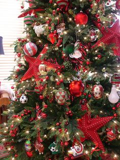 Christmas Tree www.tablescapesbydesign.com https://www.facebook.com/pages/Tablescapes-By-Design/129811416695