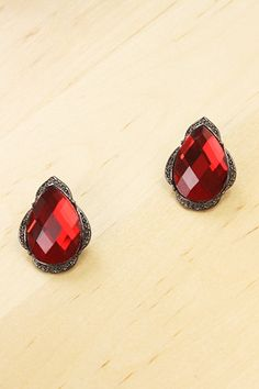 """Add a unique sweet touch with this trendy fashion stud earrings  Length: 1.5""""  Imported"""