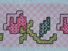 O tecido é em xadrez, porém o ponto eu faço o ilhós, assim o lado avesso fica igual ao direito. Abraços Simonis Uzum...