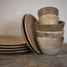 ARTISAN BOWLS  These beautiful wooden bowls are handmade from sustainable mango wood. Please also see the other pieces of the Artisan dinner service.