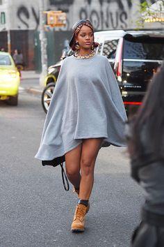 Famosas deixam calça de lado e apostam só na parte de cima da roupa - Vogue | Tendências