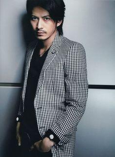 俳優もアイドル、いろんな顔を持つ岡田 准一。かっこいい男の中の男アイデア