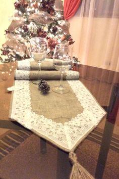 Tablerunners burlap with lace Vintage style / camino de mesa de bramante con encaje.