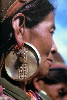 Traditional old earrings worn by the Taman women of the Himalayan mountain range | Image ©unknown