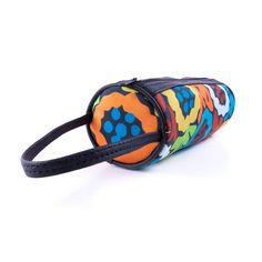 Cosmetiquera de Coloridos Patrones Este y otros accesorios, cuentan con un estilo PopArt mexicano que traen toda la onda para lucir muy bien. Búscalos directamente con nosotros o en alguno de nuestros puntos de distribución.