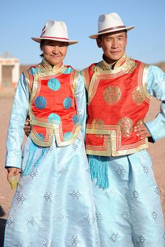 The Wedding Couple - Mongolia Traditional Fashion, Traditional Dresses, Folk Costume, Costumes, Ethnic Dress, People Of The World, World Cultures, Ethnic Fashion, Historical Clothing