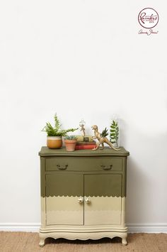 Annie Sloan • Paint & Colour: Jelena Pticek's Scalloped Cabinet