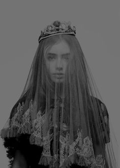 Trendy Ideas For Photography Inspiration Dark Queens Crown Aesthetic, Queen Aesthetic, Princess Aesthetic, Aesthetic Pictures, Lily Collins, Portrait Studio, Dark Princess, Dark Queen, Dark Photography