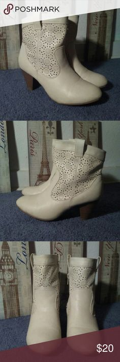RUE 21 Alice Eylet Lazer Cut Design Ankle Boots Tag says size 8/9 Shows slight signs of wear but not very noticeable.  Worn 3x. Not my style. Lots of life left to these. Need these sold asap!! Rue 21 Shoes Ankle Boots & Booties