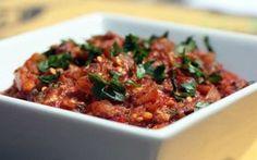 Caponata d'aubergines légère WW, recette d'un plat riche et rassasiant à base d'aubergines, de tomates et de câpres, très facile à réaliser et parfait pour accompagner un Steak sauté.