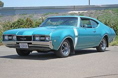 ◆1968 Oldsmobile 442 Coupe◆ This was the only year that sported the vertical stripes.