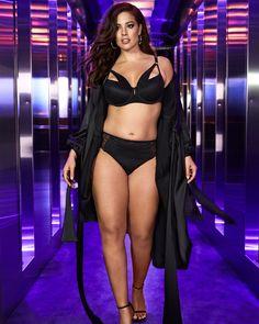 Ashley Graham hot looking in black swemsute Tenue cool Ashley Graham Lingerie, Ashley Graham Style, Bikini Images, Curvy Women Fashion, 50 Fashion, Voluptuous Women, Bikini Girls, Plus Size, Addition Elle