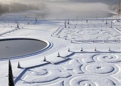 Versailles in the snow. I would love to see Versailles, and Paris, in snow! Chateau Versailles, Versailles Garden, Palace Of Versailles, Versailles Pattern, Oh The Places You'll Go, Places To Travel, Places To Visit, Beautiful World, Beautiful Places