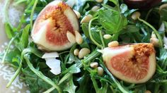 Sweet figs and peppery arugula make a simple salad - Ruccola Salat Rezepte salat einfach Arugula Salad Recipes, Best Salad Recipes, Fig Salad, Salad Bar, Corn Salads, Easy Salads, Easy Meals, Balsamic Vinegrette, Balsamic Vinegar