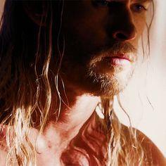 Chris Hemsworth - gif