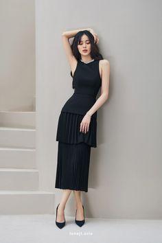 Classy Outfits, Stylish Outfits, Girl Fashion, Fashion Dresses, Asian Fashion, Elegant Dresses For Women, Elegant Gowns, Stylish Dress Designs, Gowns Of Elegance