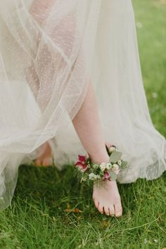 25 Trendy And Beautiful Bridal Foot Jewelry Ideas: Floral Anklets Trendy Wedding, Perfect Wedding, Dream Party, Celtic Wedding, Elvish Wedding, Midsummer Nights Dream, Handfasting, Wedding Night, Yard Wedding