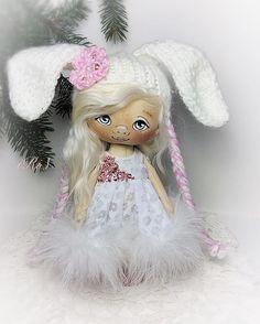 зайка поехала домой, а мне на память остаются фото и очень много добрых слов❤️❤️❤️#жизньпрекрасна #кукла #новыйгод #ставрополь #зима #куклаiris #кукларучнойработы #куклаизткани #текстильнаякукла #подарки #коллекционнаякукла #doll #instadoll #handmade #куклавподарок #кукланазаказ #ручнаяработа