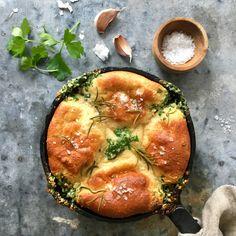 Garlic and herb bread Herb Bread, Halloumi, Chorizo, Lchf, Ricotta, Paleo Recipes, Vegetable Pizza, Ketogenic Diet, Quiche