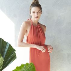 A haltered maxi dress and minimal makeup – instant summertime stunner.
