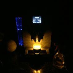 Jura Z6 in het donker met amberkleurige kopjesverlichting en blauw led verlichting in waterreservoir