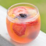 Blackberry Lemonade White Wine Sangria: Looking for an awesome party cocktail that is super light yet packs a punch? Look no further! This Blackberry Lemonade Sangria is loaded with quality booze, fresh fruit, and crisp white wine and can be ready in 10 minutes flat! | www.slimpickinskitchen.com