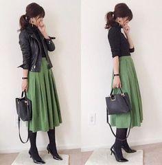 気冬のオンオフ兼用できる最強アイテムが「黒タイツ」。寒い気候でも女性らしいスタイリングをしたい、そんな願いを叶えてくれます。秋冬らしく、大人かわいいコーディネート実例をご紹介いたします。