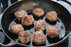 Kjøttkaker med brun saus og kålstuing