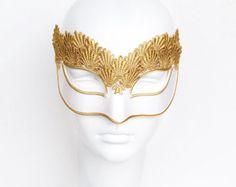 Máscara de la mascarada de oro bordado con plumas oro por SOFFITTA