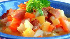 Pølselapskaus Sausage Stew, Norwegian Food, Fruit Salad, Cantaloupe, Potato Salad, Meal Planning, Chili, Meals, Dinners