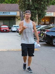 DEREK HOUGH | Derek Hough Photos Photos - Derek Hough Attends a Dance Class - Zimbio