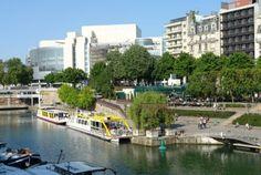 LE JARDIN DE L'ARSENAL 75012. C'est le jardin du Port de Plaisance de Paris, tout en longueur, situé le long du Bassin de l'Arsenal. Construit au 19e siècle, le port de l'Arsenal relie le Canal Saint-Martin à la Seine, entre le quai de la Rapée et la Place de la Bastille.On y trouve des pelouses en pente, qui permettent de se reposer au bord de l'eau, en regardant les bateaux. 11, boulevard de la Bastille 75012 Paris