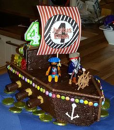 geburtstag kinder Pirate cake, a good recipe Ingredients 250 g of butter 250 g of sugar 4 eggs (it) 100 g . - Essen und Trinken - # Pirate cake, a good recipe Ingredients 250 g of butter 250 g of sugar 4 eggs (it) 100 g . Cake Recipes With Pictures, Food Pictures, Pirate Birthday, Pirate Theme, Pirate Food, Pirate Ship Cakes, Pancake Muffins, Pancakes, Chocolate Icing