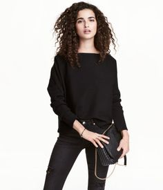 Black. Wide-cut, fine-knit sweater in a soft cotton and viscose blend with a boat neck and long sleeves.
