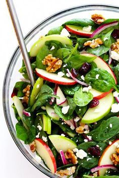 My Favorite Apple Spinach Salad My favorite Apple Spinach Salad is made with tons of baby spinach and crisp apples toasted nuts soft cheese and a zippy vinaigrette Perfect for autumn and so easy to make gimmesomeoven Spinach Salad Recipes, Easy Salads, Healthy Salad Recipes, Yummy Recipes, Vegetarian Recipes, Cooking Recipes, Spinach Apple Salad, Simple Salad Recipes, Salads For Lunch