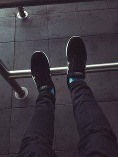 #outfitstreetwear #streetwear #asics #teamasics #asicsgelrespector #denim #streetwearoutfit #blackandwhite #blackandblue #blue #babyblue #followme #hype #hypebeast