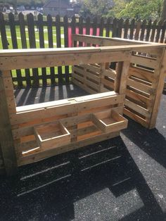 Novel play area made of recycled wood pallets! Eyfs Outdoor Area, Outdoor Play Spaces, Kids Outdoor Play, Backyard Play, Kids Play Area, Outdoor Learning, Backyard For Kids, Natural Play Spaces, Play Yard