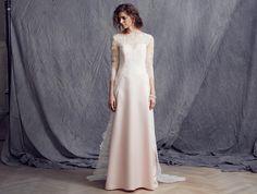 Passions by Lilly - Kollektion 2016 | Couturiges #Brautkleid aus Blütenspitze mit schwungvollen Bogenkanten zur #Hochzeit