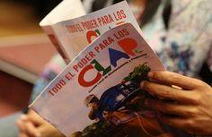 Presidente Maduro invita al pueblo a leer y difundir la revista de los CLAP | Correo del Orinoco